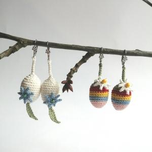 Ohrringe Ohrschmuck Ostereier mit Blümchen aus Baumwolle gehäkelt mit Glasperlen