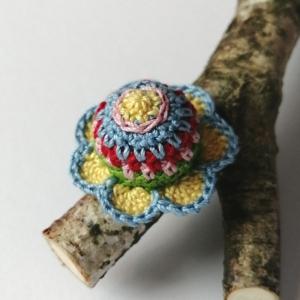 Ring mit wunderschönem Blümchen sehr fein gehäkelt - Handarbeit kaufen