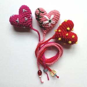 Lesezeichen Herz für den Liebesroman aus Baumwolle gehäkelt mit Glasperlen - Handarbeit kaufen