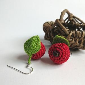 Ohrringe Äpfel rot glitzernd mit Blatt aus Baumwolle sehr fein handgehäkelt - Handarbeit kaufen