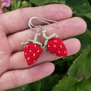 Ohrringe süße Erdbeeren aus Baumwolle sehr fein handgehäkelt - Handarbeit kaufen
