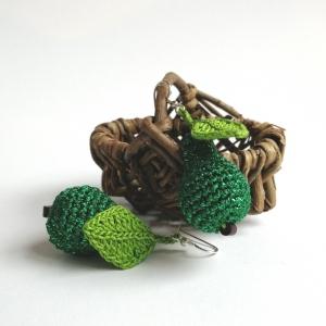 Ohrringe Birnen grün glitzernd mit Blatt aus Baumwolle sehr fein handgehäkelt - Handarbeit kaufen