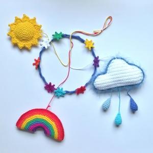 Mobile Sonne, Wolke, Regenbogen unter dem Sternenhimmel handgehäkelt für das Kinderzimmer - Handarbeit kaufen