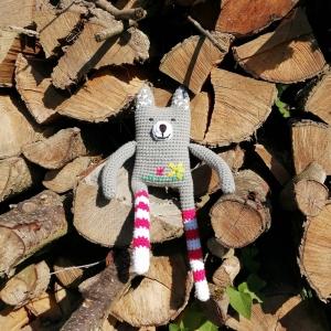 Wolfgang, der sanftmütige Wolf mit Ringelstrümpfen handgehäkelt und personalisierbar - Handarbeit kaufen