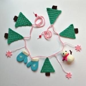 Girlande Winter mit Schneemann, Handschuhen, Tannenbäumen und Sternen gehäkelt - Handarbeit kaufen
