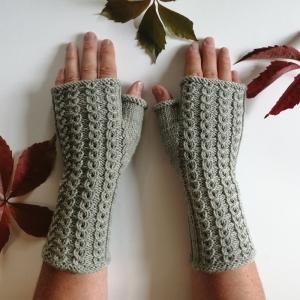 Stulpen fingerlose Handschuhe mit Daumen und hübschen Muster aus weicher Natur-Wolle handgestrickt