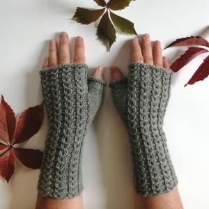 Stulpen fingerlose Handschuhe mit Daumen und hübschen Muster aus Wolle handgestrickt