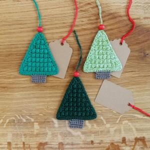 Weihnachtsbaum Tanne Weihnachtsschmuck Geschenkanhänger aus Baumwolle gehäkelt mit Namenskärtchen - Handarbeit kaufen