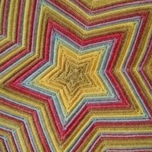 Sternendecke Babydecke Kuscheldecke wunderbar weich in warmen Farbtönen gehäkelt - Handarbeit kaufen