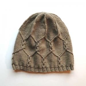 Mütze mit zartem Zopfmuster handgestrickt - Handarbeit kaufen