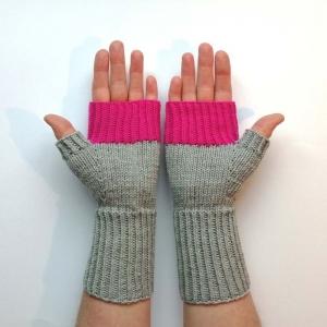 Stulpen fingerlose Handschuhe mit Daumen in hellem Grau und Pink - Handarbeit kaufen