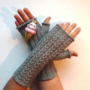 Stulpen fingerlose Handschuhe mit Daumen und hübschen Muster aus weicher Natur-Wolle handgestrickt - Handarbeit kaufen
