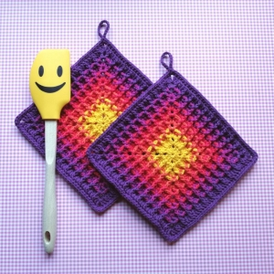Zweier-Set Topflappen mit Waffelmuster im Quadrat aus Baumwolle gehäkelt - Handarbeit kaufen