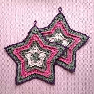 Zweier-Set Topflappen Stern in unaufgeregtem Grau mit Rosa, Pink und Violett aus Baumwolle gehäkelt - Handarbeit kaufen