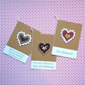 Glückwunschkarte zur Hochzeit mit gehäkeltem Herz mit Wunschtext - Handarbeit kaufen