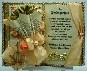 Dekobuch zur Perlenhochzeit mit Holz-Buchständer