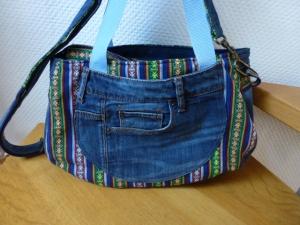 ✂ Praktische Schultertasche aus recycelter Jeans angelehnt an den Schnitt  - Handarbeit kaufen