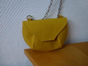 ✂kleine Umhängetasche aus senffarbenem abwischbarem Outdoorstoff ✂ KleineFeine ✂ nach einem Taschenspieler Schnitt von farbenmix ✂   - Handarbeit kaufen