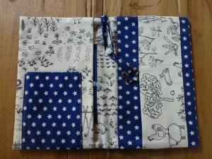 ♡Praktische Windeltasche - viel Platz zum Wickeln für unterwegs - blaue Sterne - handgefertigt -  ♡ - Handarbeit kaufen