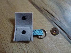 ☆ Schlüsselanhänger ☆ für den Einkauf Chip ☆ Filztäschchen ☆ hellbeige - ca. 4 cm x 5 cm  - Handarbeit kaufen