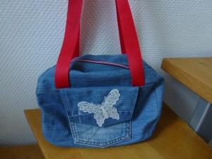 ✂Schultertasche aus recycelter Jeans ✂Just be✂ nach einem Schnitt von farbenmix✂  - Handarbeit kaufen