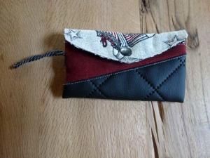 ♥ Kleine Handytasche aus Stoff mit Druckknopf ♥ schwarz, rot, grau mit einem Reißverschluss auf der Rückseite ♥  - Handarbeit kaufen