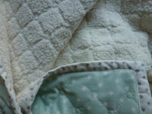 kleine weiche Babydecke in mintgrün, kuschelweich und leicht, 83 cm x 75 cm - Handarbeit kaufen