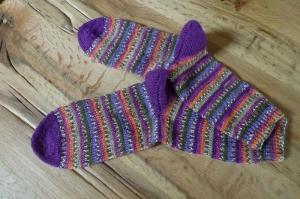 Schöne kuschelige Socken in der Größe 36/37 mehrfarbig gemusterte Streifen, handgestrickt mit 4-fädiger Sockenwolle