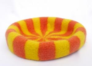 Katzenkorb/Katzenbett aus Schafwolle Strickfilz orange/gelb, waschbar  (Kopie id: 100255578) - Handarbeit kaufen