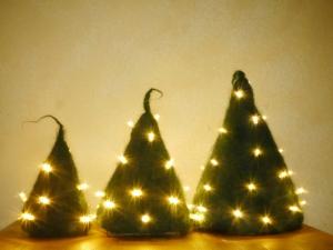 Deko Weihnachtsbaum aus Strickfilz mit LED-Lichtern, 3 Größen - Handarbeit kaufen