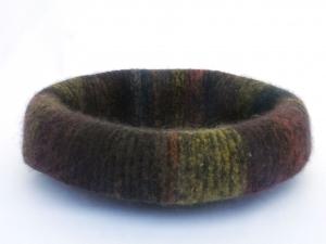 Katzenkorb/Katzenbett aus Schafwolle Strickfilz herbstfarben, waschbar - Handarbeit kaufen