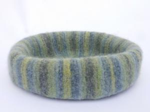 Katzenkorb/Katzenbett aus Schafwolle Strickfilz blau/grau/grün, waschbar  - Handarbeit kaufen