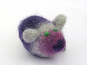 Katzenspielmaus Katzenspielzeug aus Strickfilz mit Rassel, robust, waschbar Farbe violett/grau grüne Augen - Handarbeit kaufen