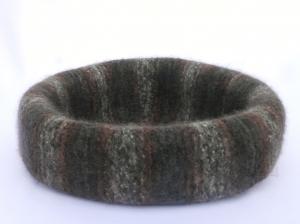 Katzenkorb/Katzenbett aus Schafwolle Strickfilz grau/kupfer, waschbar - Handarbeit kaufen