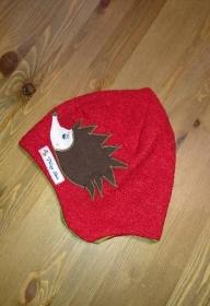 Mütze aus Boucle und Jersey mit Applikation 100 % Handarbeit