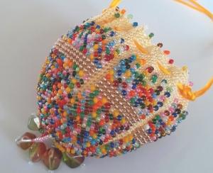 Perlenbeutel Bunter Mix mit goldfarbenem Streifen - Handarbeit kaufen