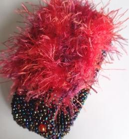Perlenarmband Wuschelkopf gehäkelt - Farbtöne anthrazit, grün, blau, rot - Handarbeit kaufen