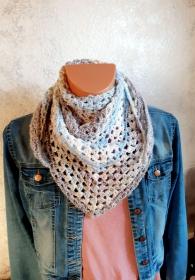Schultertuch // Dreieckstuch in blau, beige, grau - Handarbeit kaufen