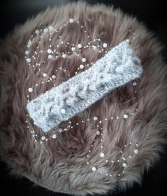 *absolutes Must-Have* schönes Zopfstirnband in hellgrau - Handarbeit kaufen