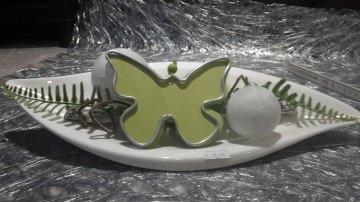 Porzellanteller mit Acrylkugeln und Schmetterling inkl. 10er Batterielichterkette