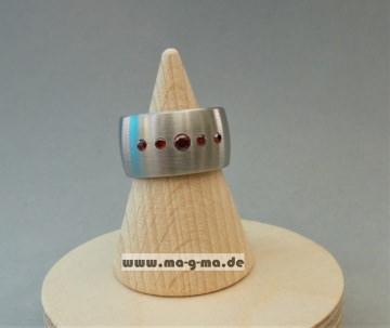Designer - Ring aus Edelstahl mit granatroten Zirkonia (5 x)