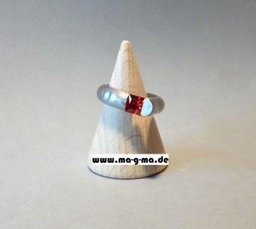 Designer - Ring aus Edelstahl mit granatrotem Zirkonia