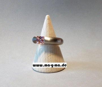Designer - Ring aus Edelstahl mit pinkem Zirkonia