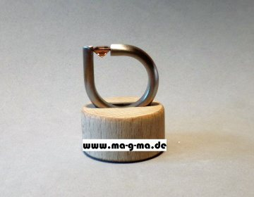 Designer - Ring aus Edelstahl mit braunem Zirkonia
