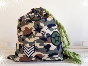 LHM Turnbeutel mit grünem Camouflagemuster mit Zugband - Handarbeit kaufen