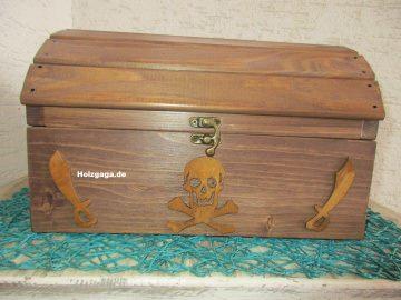Sehr schöne aufwendig in handangefertigte  Schatzkiste aus Holz in  ,Piratenkiste,Holzkiste