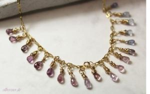 Edle Halskette *Lavendeltraum* Gold filled mit Saphiren
