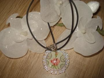 Kette mit Cabochonanhänger, Rose, romantisch kaufen