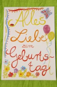 Mit Freude und Buntstiften gemalte farbenfrohe Karte