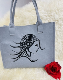 Shoppe Einkaufstasche,Tragetasche, Handtasche, Mädchen mit Kopfhörer Handgenähte und Bestickte Tasche aus Filz  Grau,  - Handarbeit kaufen